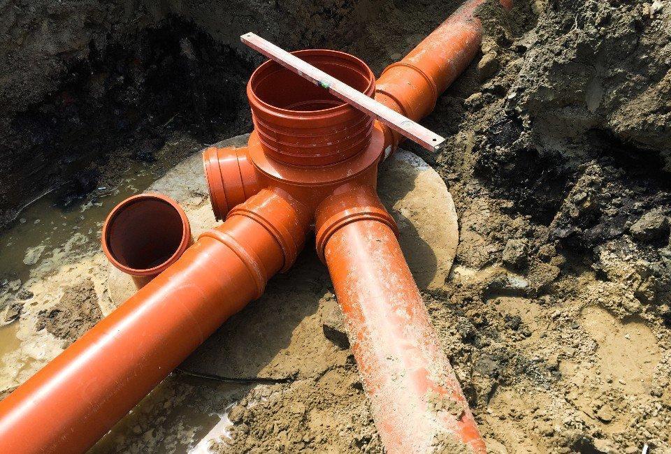 Ścieki kanalizacyjne podczas budowy